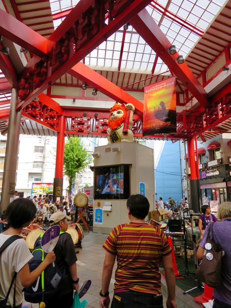 Photos: 大須商店街:映画「ライオンキング」PRのためライオンになってた招き猫広場の招き猫 - 6