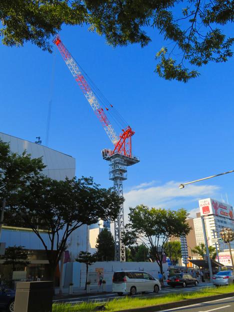 名古屋栄の建設現場に設置されてる巨大クレーン - 1