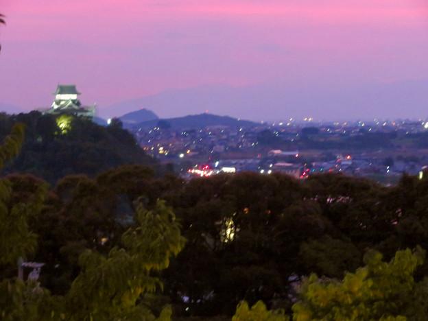 犬山成田山から見た夜景 - 1:夕暮れ時の犬山城