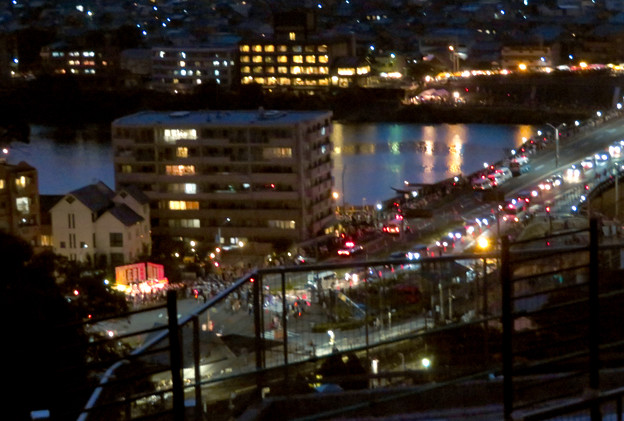 犬山成田山から見た夜景 - 8:日本ライン夏まつり納涼花火大会の日で混雑する犬山橋