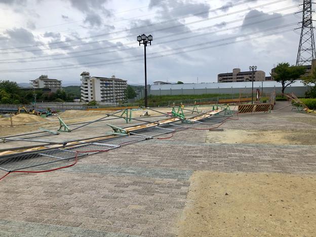 Photos: 台風10号の影響で倒れてた桃花台線撤去工事現場の柵(2019年8月15日) - 3
