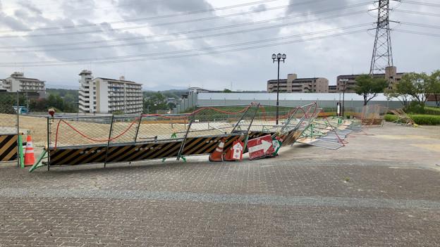 台風10号の影響で倒れてた桃花台線撤去工事現場の柵(2019年8月15日) - 4
