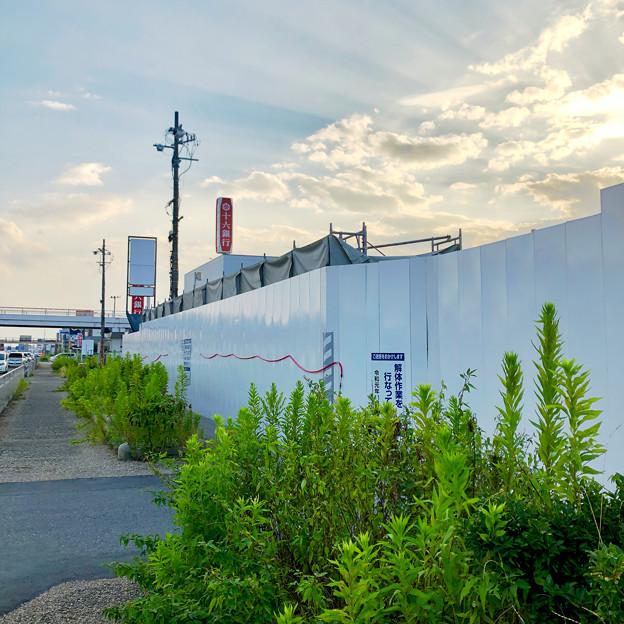 解体工事中の旧・ザ・モール春日井(2019年8月16日) - 16:マクドナルド ザ・モール春日井店の建物がなくなる