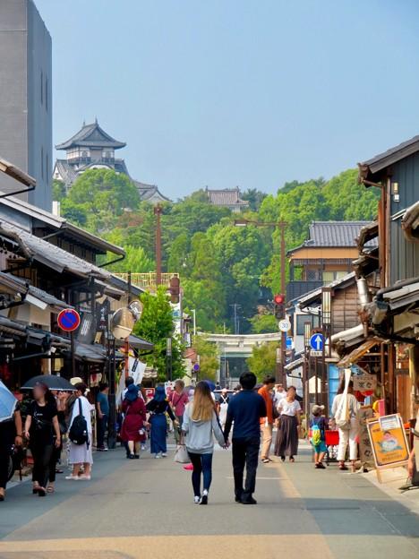 真夏のとても暑い日、人通りがいつもより少なかった犬山城下町商店街 - 1
