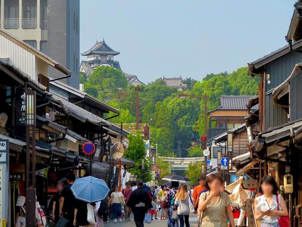 真夏のとても暑い日、人通りがいつもより少なかった犬山城下町商店街 - 2