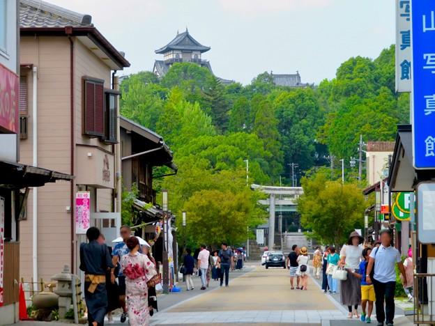 真夏のとても暑い日、人通りがいつもより少なかった犬山城下町商店街 - 4