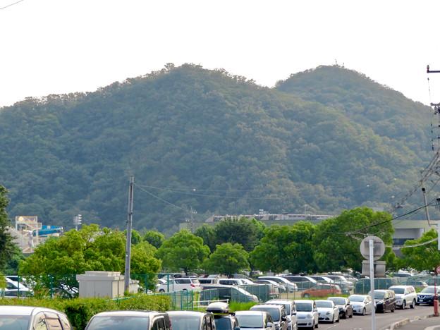 近くから見た伊木山 - 2