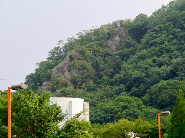 近くから見た伊木山 - 4:岩山部分