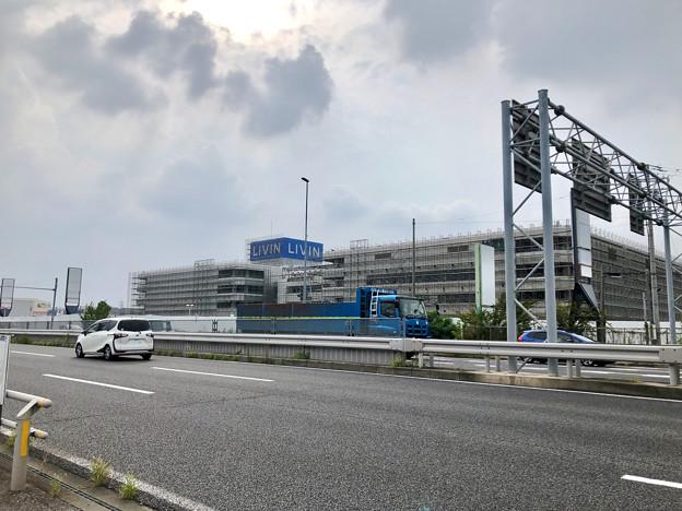 建物全体が足場で覆われた解体工事中のザ・モール春日井(2019年8月19日) - 1