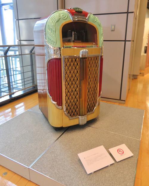 ナディアパーク:ギャラリーで行われてた「Electric Media ラジオの時代」 - 3