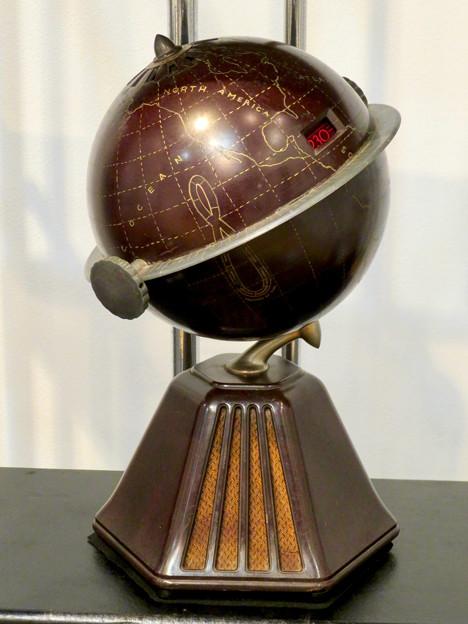 ナディアパーク:ギャラリーで行われてた「Electric Media ラジオの時代」 - 10(珍しい地球儀型のラジオ「グローブ・ラジオ」)