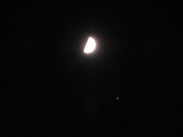 いつもより大きな半月と木星 - 1