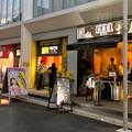 大須中公設市場跡地にオープンしたばかりの商業施設「マルチナボックス」 - 11:1階の路地沿いの飲食店