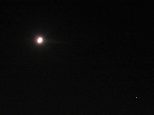 月を挟んで対峙するかのように輝いてた木星と土星(2019年9月7日) - 4:木星と月