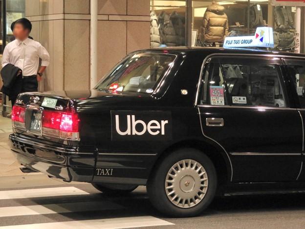 フジタクシーグループのタクシーに社会的有害企業「Uber」の文字 - 4