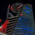 Photos: 巨大クレーンと夜で青く輝くスパイラルタワーズ - 5:赤く光ってたUFOの様な部分