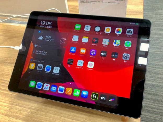iPad OS 13:ホーム画面(iPad 第7世代 10.2インチ) - 2(ダークモード)