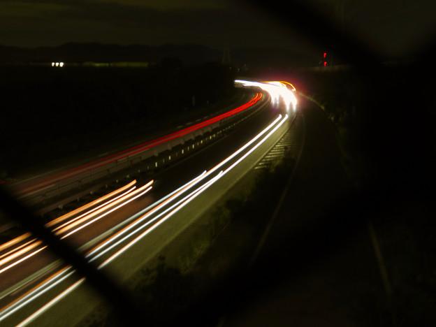 中央道を走る車の光跡(SX730HSで撮影、8秒、F4.5、ISO 80)- 2