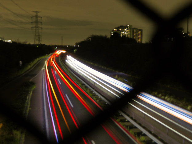 中央道を走る車の光跡(SX730HSで撮影、8秒、F4.5、ISO 80)- 3