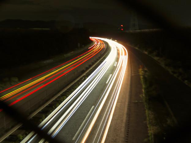中央道を走る車の光跡(SX730HSで撮影、8秒、F4.5、ISO 80)- 4