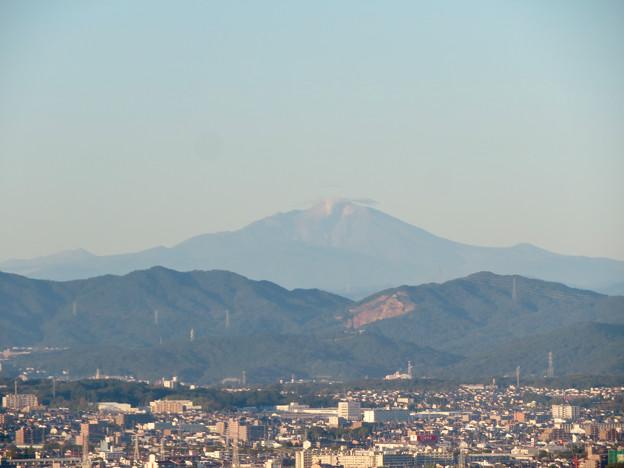 東山スカイタワーから見た御嶽山:噴煙と笠雲(レンズ雲)? - 1