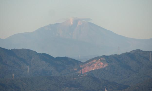 東山スカイタワーから見た御嶽山:噴煙と笠雲(レンズ雲)? - 2