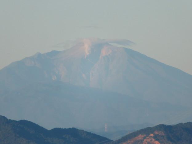 東山スカイタワーから見た御嶽山:噴煙と笠雲(レンズ雲)? - 3
