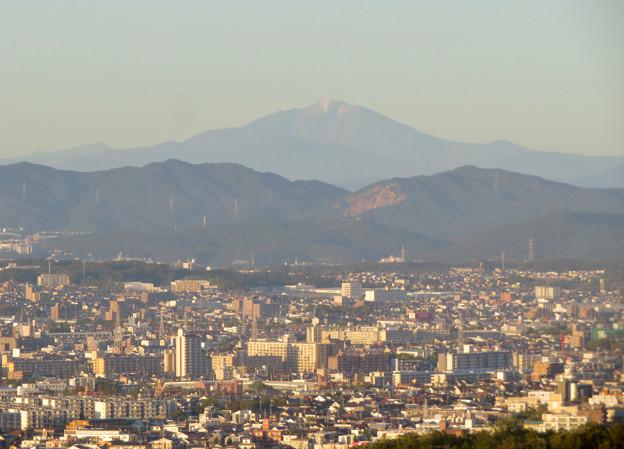 東山スカイタワーから見た御嶽山:噴煙と笠雲(レンズ雲)? - 10