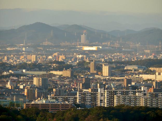 東山スカイタワーから見た景色(2019年10月)No - 1:スカイステージ33と桃花台ニュータウン