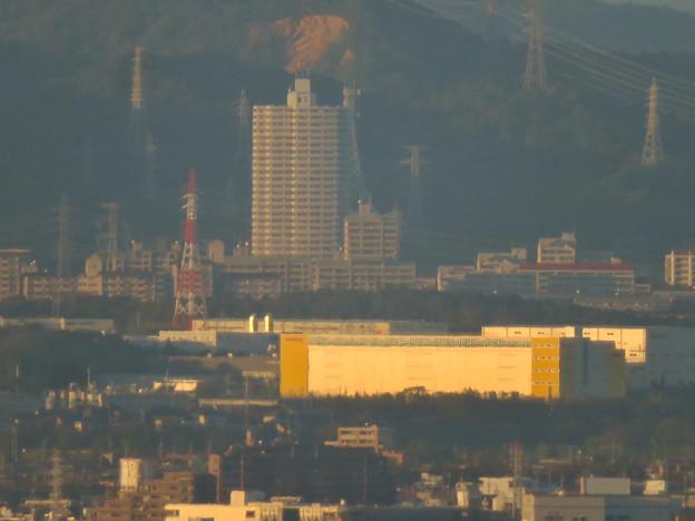 東山スカイタワーから見た景色(2019年10月)No - 2:スカイステージ33と桃花台ニュータウン