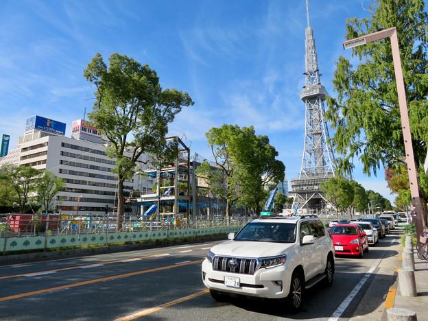 リニューアル工事中の久屋大通公園(2019年10月20日):公園内に建設中の建物 - 1
