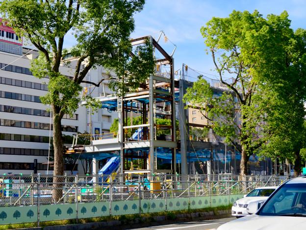 リニューアル工事中の久屋大通公園(2019年10月20日):公園内に建設中の建物 - 2