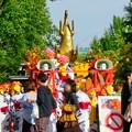 名古屋まつり 2019:パレードを走る山車(?)の1つの上に金シャチ