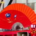 名古屋まつり 2019:濃姫の乗るフラワーカー上に巨大な赤い扇子 - 3