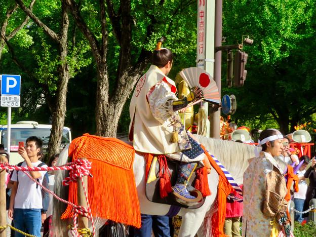 名古屋まつり 2019:馬に乗ってパレードする三英傑・織田信長役の人 - 2
