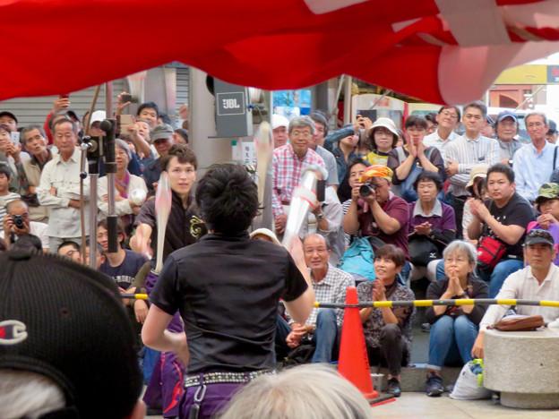 Photos: 大須大道町人祭 2019:今回一番盛り上がってた兄弟ジャグラー「桔梗ブラザーズ」のパフォーマンス - 3