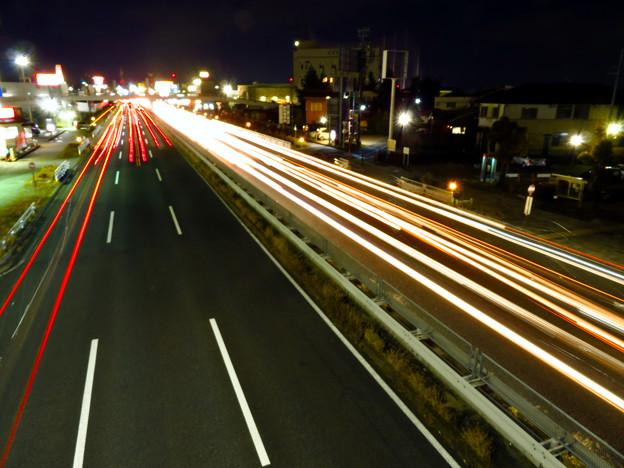 国道19号を走る車の光跡(SX730HSで撮影、8秒、F6.3、ISO 80) - 9