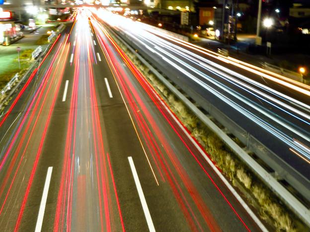 国道19号を走る車の光跡(SX730HSで撮影、8秒、F6.3、ISO 80) - 10