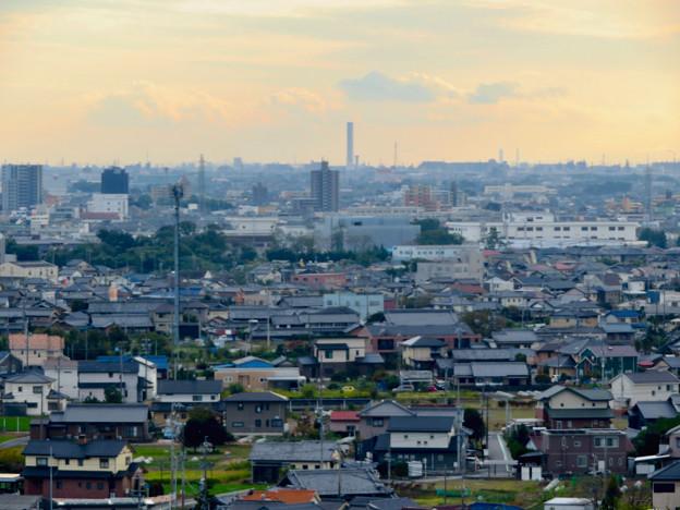 すいとぴあ江南から見た三菱電機稲沢製作所のエレベーター試験棟 - 2