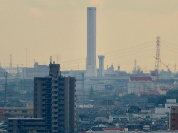 すいとぴあ江南から見た三菱電機稲沢製作所のエレベーター試験棟 - 3