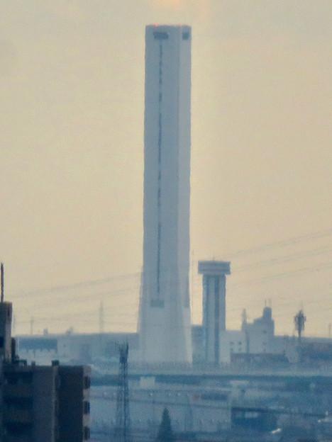 すいとぴあ江南から見た三菱電機稲沢製作所のエレベーター試験棟 - 4
