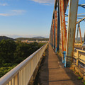 Photos: 夕暮れ時の愛岐大橋 - 5:狭くて長い歩道部分