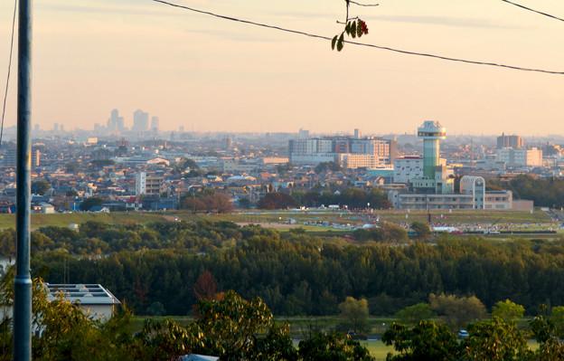 前渡不動山にある佛眼院から見た景色 - 6:すいとぴあ江南と名駅ビル群