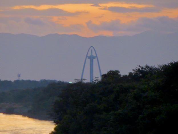 木曽川沿い(各務原市側)から見えたツインアーチ138