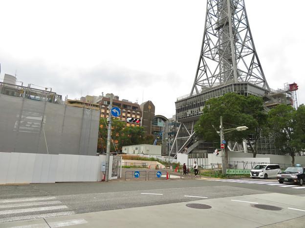 リニューアル工事中の久屋大通公園(2019年11月3日)- 2:テレビ塔前にも建物が建設中