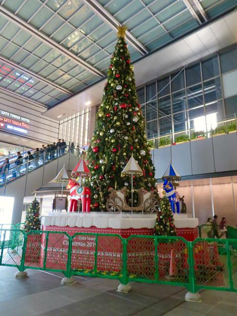 早くもクリスマスツリーが出ていたJRゲートタワー前