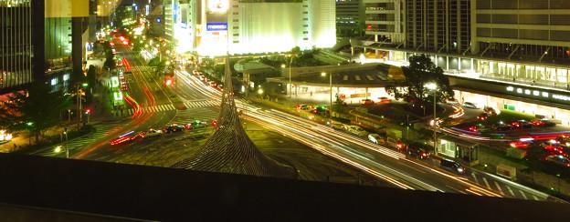 名駅通を走る車の光跡(SX730HSで撮影、F7.1、5秒、ISO80)- 1