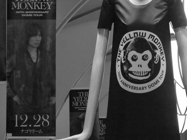 ナナちゃん人形:イエローモンキー30周年ツアーのPR(モノクロ)- 2