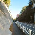 Photos: 岐阜かかみがはら航空宇宙博物館へ行く途中の両側が崖になってる道