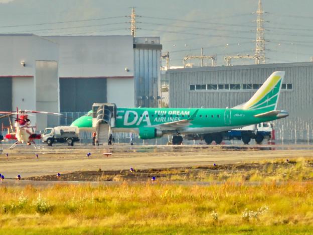 エアフロントオアシス春日井から見たFDAの飛行機